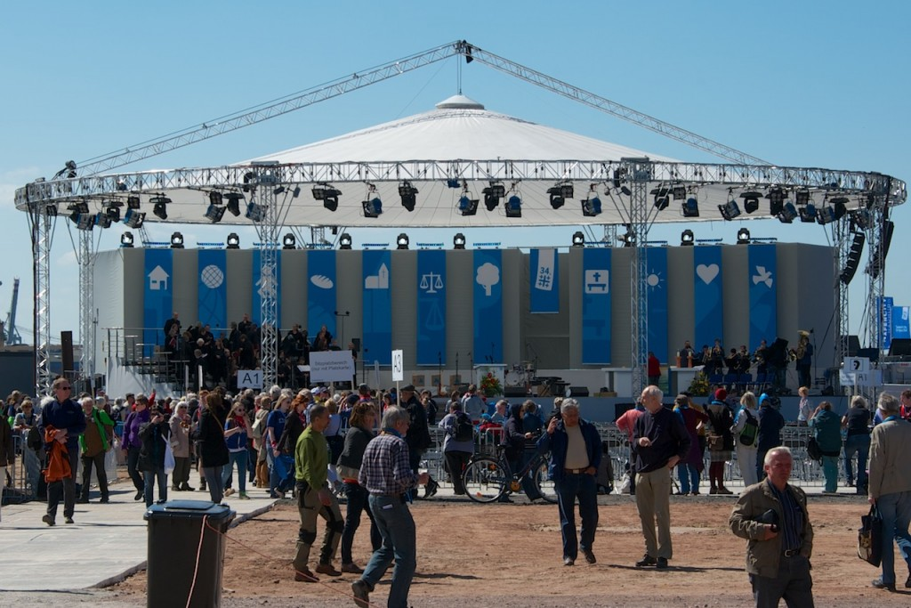 DEKT 2013: Bühne am Eröffnungsgottesdienst